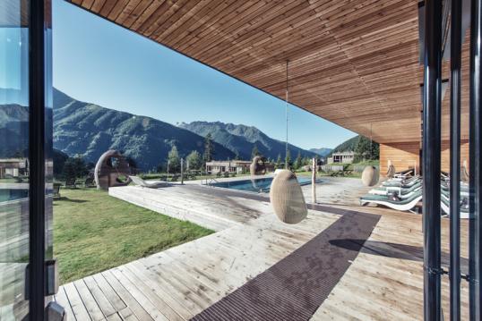 af4913324be581 (Joseph Scheppach) Eingebettet in die imponierende Berglandschaft  Osttirols
