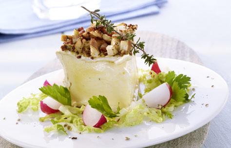 berbackener brillat savarin mit s em senf brezelkruste und caesar salad rezepte. Black Bedroom Furniture Sets. Home Design Ideas