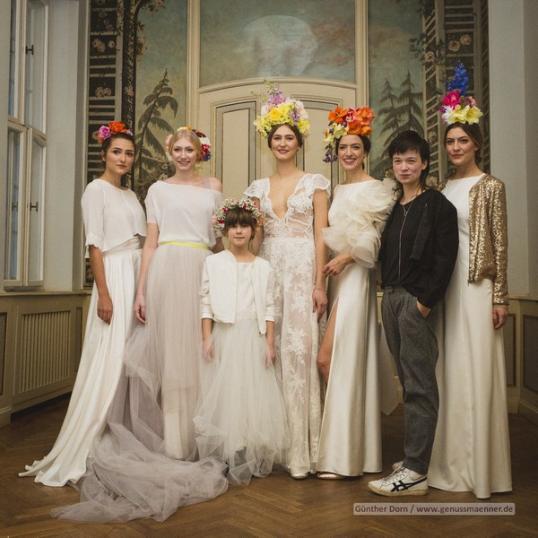 Die Braut von heute trägt Totenkopfmuster auf dem Kleid und Blumenschmuck  im Haar… Wie bitte, Totenköpfe beim Fest der Liebe… e5c4f35309