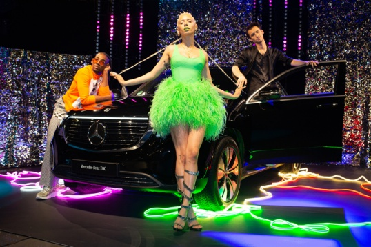 efefb23dcd2f5 JazzelleZanaughtti ( UglyWorldWide) startete mit einem interaktiven Event  in Oslo die neue  Howto  Fashion Story von Mercedes-Benz.