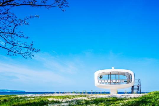 5ac097217f70b5 Futuristische Hyparschalen, mondäne Bädervillen oder majestätische  Seebrücken  Die Architektur auf Rügen ist ebenso facettenreich wie die  Landschaften der ...