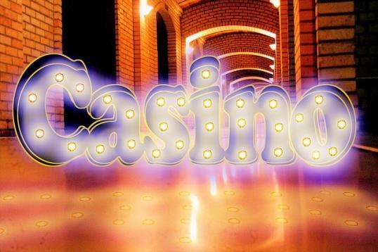 Einst Gab Es Für Den Besuch Im Casino Einen Festen Dresscode. Ohne Anzug  Und Krawatte Bekam Mann Keinen Zugang. Frau Musste Auch Die Jeans Zumindest  Gegen ...