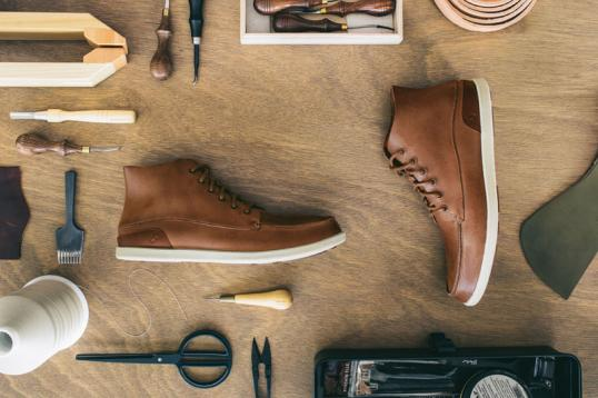 d20fbeb275560 Beim neuen Männerschuh des hawaiianischen Schuh-spezalisten OluKai wurde  auf höchste Qualität und reduziertes