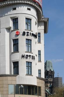 Französisches reifes Hotel blinkt