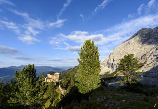200 Kilometer Lang Und Insgesamt Mehr Als 6.800 Höhenmeter Im Gepäck: Der  Spitzenwanderweg Verbindet Die Einzigartigen Natur  Und Kulturlandschaften  Der ...